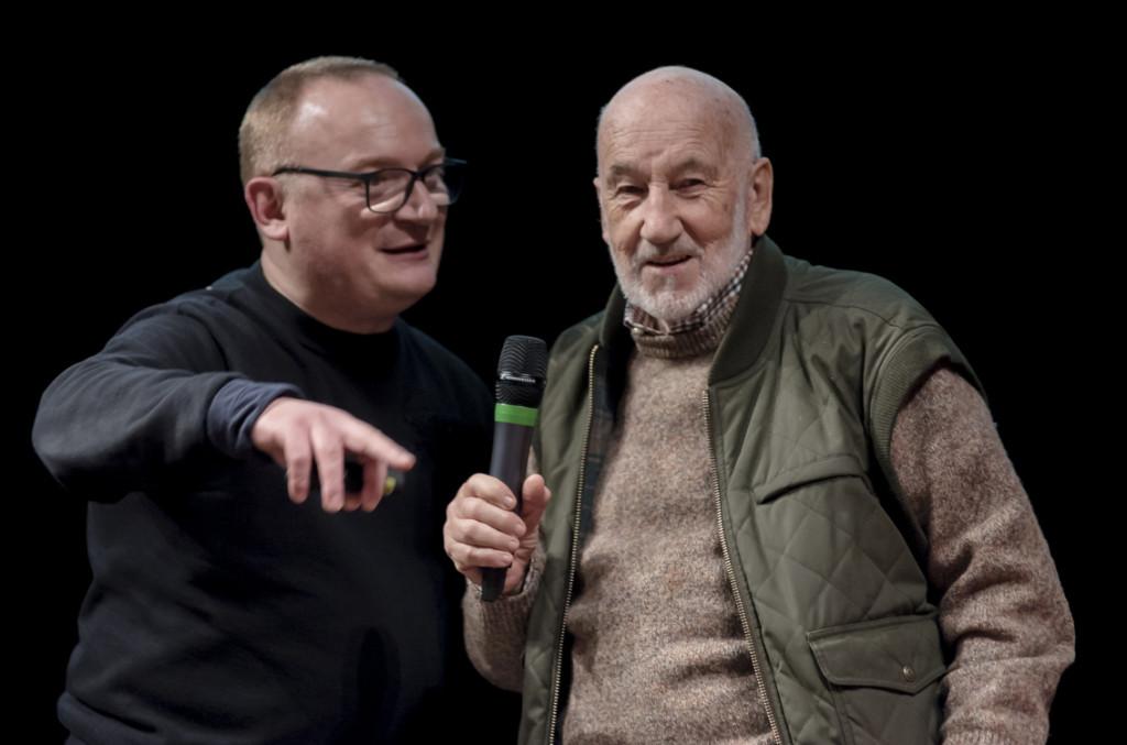 Marcello Sparaventi e Gianni Berengo Gardin al Teatro della Fortuna di Fano per la premiazione del Concorso Fotografico Nazionale Carnevale di Fano